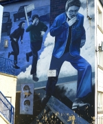 12-the-runner-mural-derry