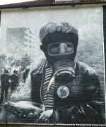15-boy-in-gas-mask-bogside-artists